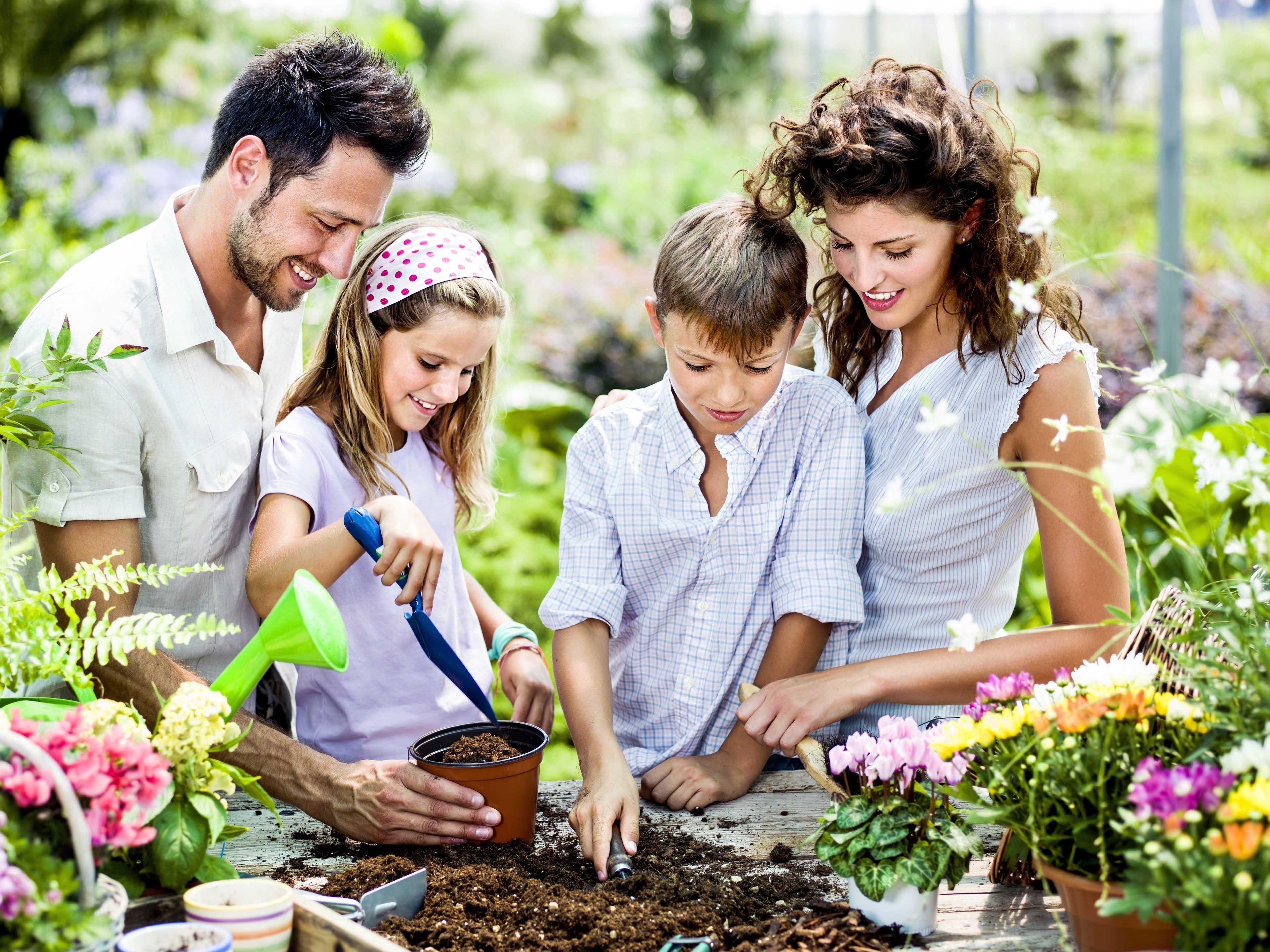 family_gardening-3840x2880.jpg